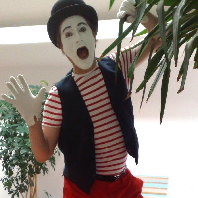 walkabout mime performer